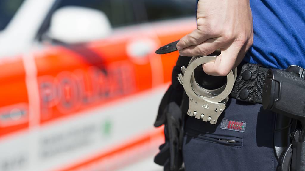Die St. Galler Polizei musste in der Nacht auf Samstag wegen eines Raubüberfalls ausrücken. (Symbolbild)