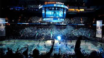 Als letztes kanadisches Team schnupperte Vancouver am Stanley Cup: Hier hofften die Fans vor Spiel 7 noch auf den Sieg der Canucks gegen Boston – doch am Ende jubelten die Bruins über den Sieg.Archiv/Key