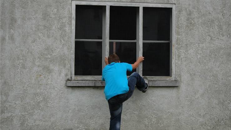 Die Einbrechern waren auf einen Balkon im zweiten Stock gekletter. (Symbolbild)