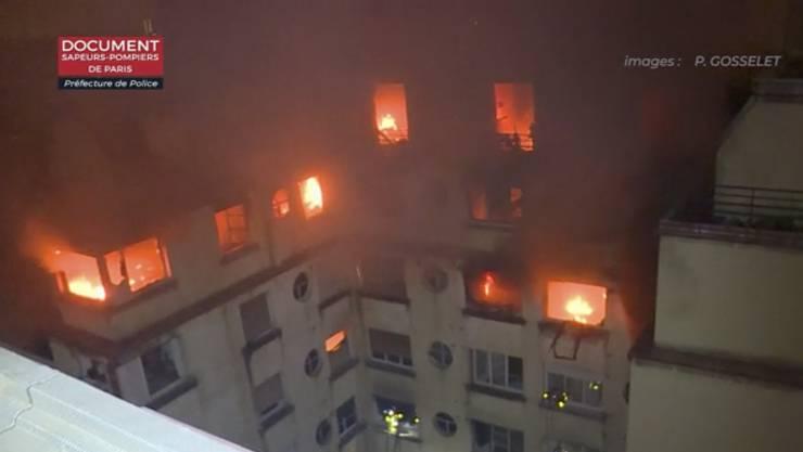 Bei einem Brand in Paris sind in der Nacht auf Dienstag mindestens sieben Menschen ums Leben gekommen.