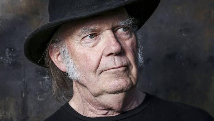 Der Musiker Neil Young spielt in einem Netflix-Western einen Gitalle spielenden Outlaw. (Archivbild)