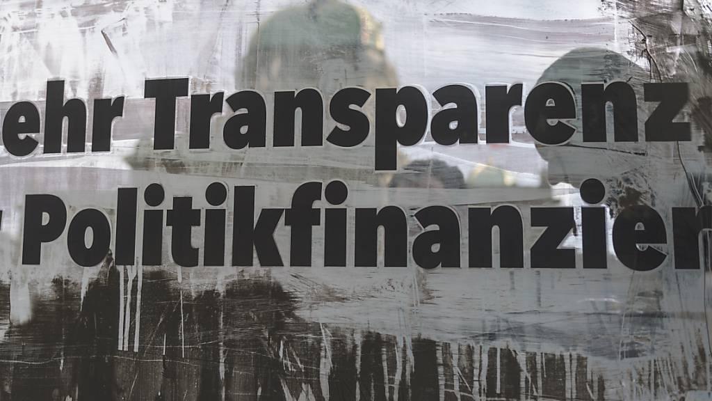 Eine Volksinitiative verlangt mehr Transparenz bei der Politikfinanzierung. Der Ständerat will dem Volksbegehren weiterhin einen indirekten Gegenvorschlag entgegenstellen. (Archivbild)