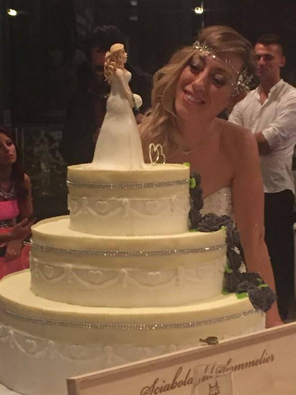 Laura Mesi heiratet sich selbst (© Facebook/Lauramesisposasingle)
