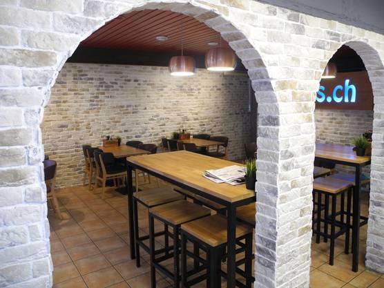 Der Innenbereich von Cimmi's Lieferdienst braucht sich vor keinem Restaurant zu verstecken.