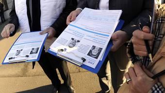 Können Unterschriften künftig auch elektronisch gesammelt werden? Die Staatspolitische Kommission des Nationalrats will es zumindest prüfen. (Symbolbild)