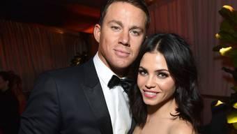 """""""Magic Mike""""-Star Channing Tatum (l) plant offenbar eine Broadway-Karriere. Weil seine Frau Jenna (r) nicht mitziehen wollte, sei es zur Trennung gekommen, behauptet ein Insider. (Archivbild)"""