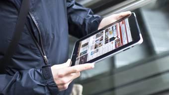 Internetzugriff immer und überall: Die Schweizer Medienbranche wächst laut Studie weiter (Symbolbild)