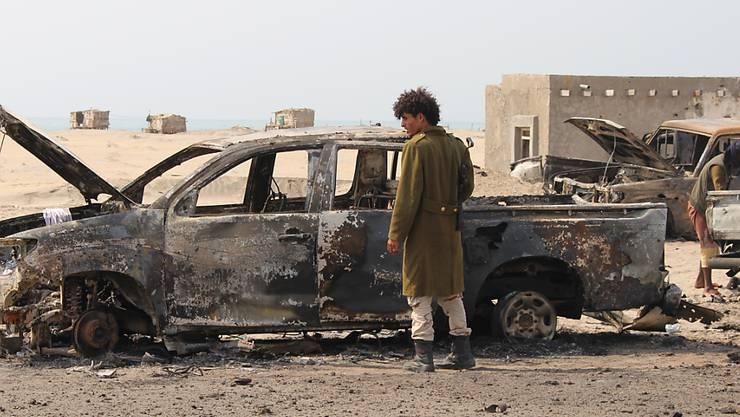 Nach einem Luftangriff durch die Vereinigten Arabischen Emirate im südlichen Jemen.