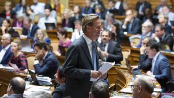 Bern, am 25. September 2019: Christian Lüscher kehrt nach seinem Plädoyer für Bundesanwalt Michael Lauber an seinen Platz  zurück. Wenig später wird Lauber knapp als Bundesanwalt wiedergewählt. (KEYSTONE/Peter Klaunzer)