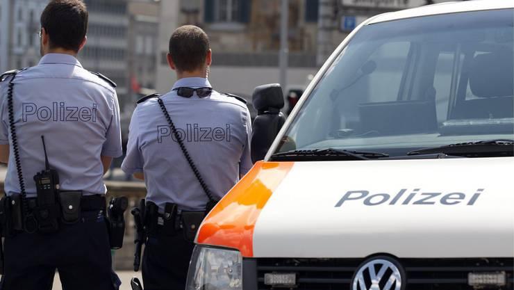 Die Stadtpolizei darf Personen für maximal 24 Stunden von einem Ort wegweisen. (Symbolbild)