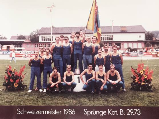 1. Schweizermeister-Titel 1986: Ein sportlicher Höhepunkt der Vereinsgeschichte: TV Teufenthal wird Schweizer-Meister in den Sprüngen 1986.
