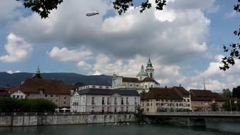 Die St.-Ursen-Kathedrale prägt das Bild der historischen Stadt Solothurn.