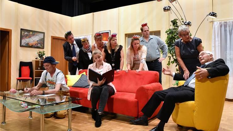 Die Theatergruppe bei einer Probe für ihr Stück «Bisch sicher?».