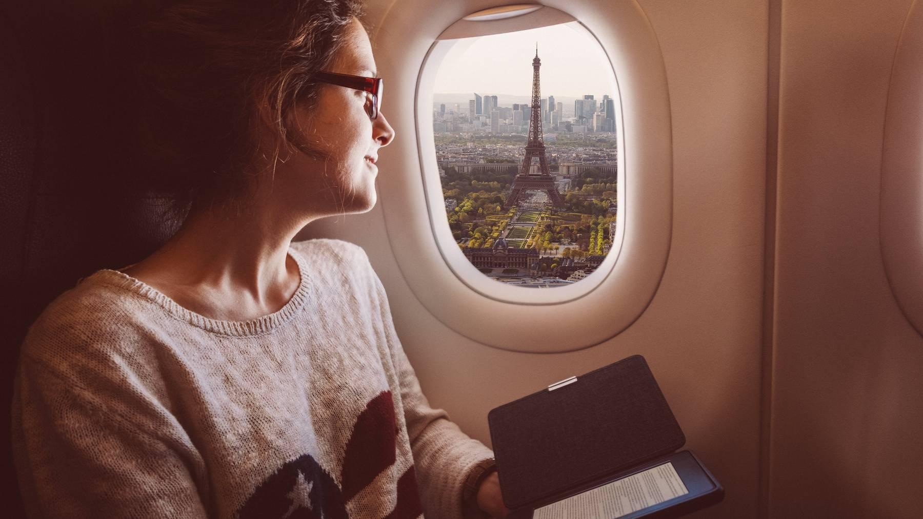 Wer jetzt verreisen möchte, kann bis zu 50 Prozent beim Flug sparen.