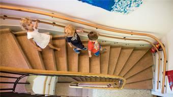 Eine mögliche Initiative: Die Abschaffung der Elternbeiträge für die familienexterne Kinderbetreuung.