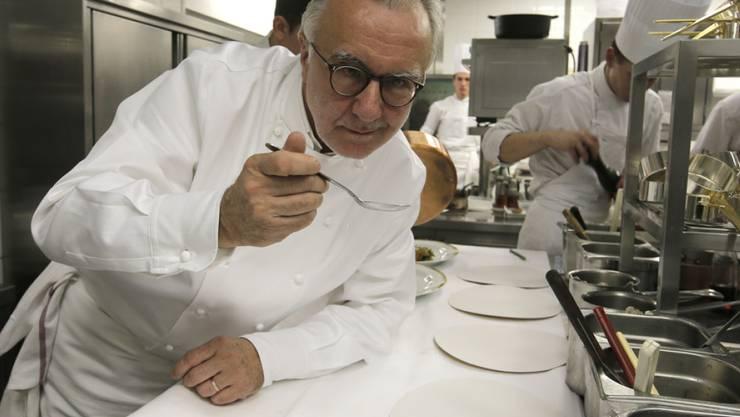 Alain Ducasse ist einer der Spitzenköche, die in Mailand übriggebliebene Lebensmitteln von der Expo für die Armenküche verarbeiten (Archiv)