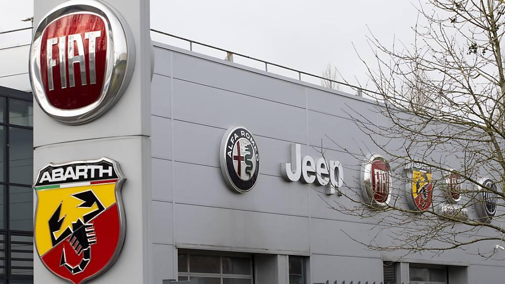 Der fusionierte Konzern Stellantis, dem etwa Marken wie Fiat, Alfa Romeo, Opel, Peugeot oder Jeep angehören, hat sich im ersten vollen Geschäftsjahr gut geschlagen. (Symbolbild)
