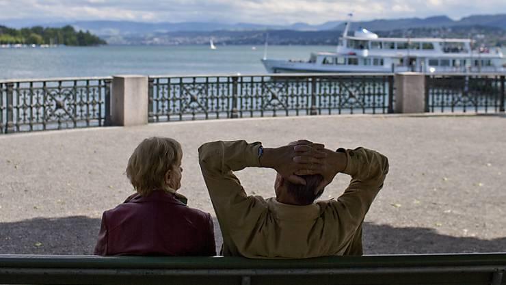 Sorgenlos in Rente gehen: Zwei Drittel der Schweizerinnen und Schweizer gehen davon aus, dass sie nach der Pensionierung ihren Lebensstandard halten können. (Themenbild)