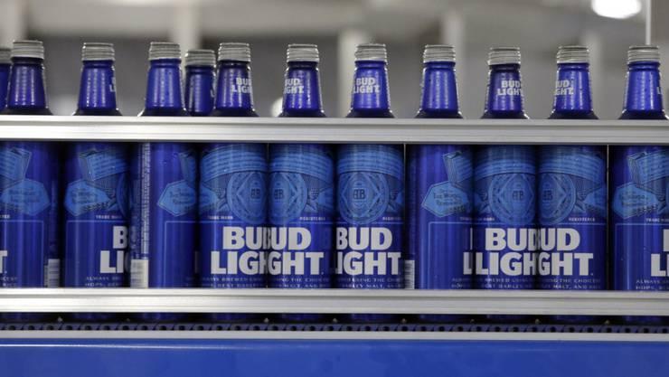 In den USA verlor AB Inbev Marktanteile mit den Marken Bud Light und Budweiser.  des Leichtbiers Bud Light. (Archiv)