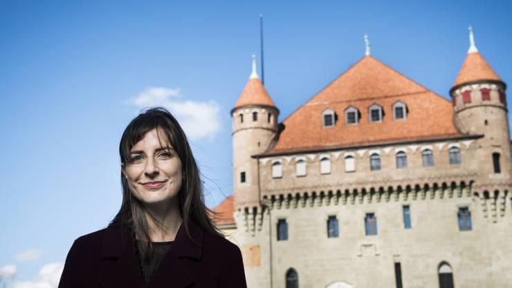 Die Waadtländer Staatsrätin Rebecca Ruiz (SP), hier vor dem Sitz der Kantonsregierung, muss der Staatsanwaltschaft Auskunft geben. (Archivbild)