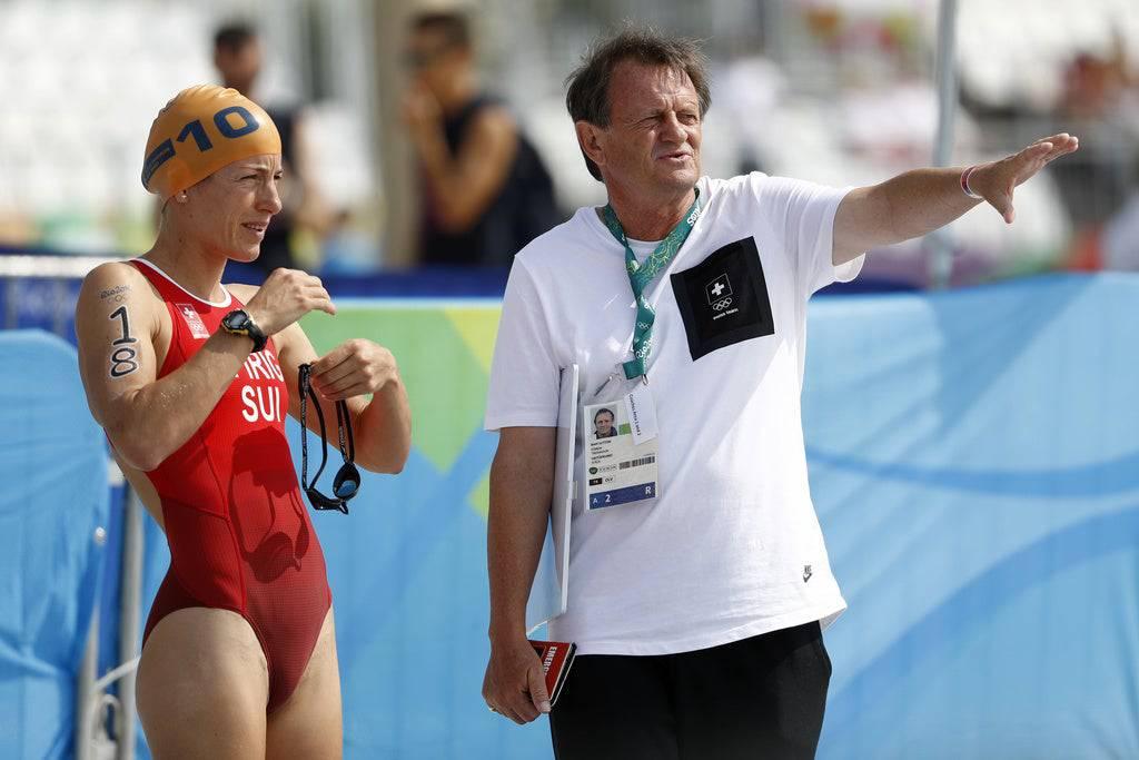 Spirig mit Trainer Brett Sutton, mit dem sie eine «Hassliebe» verbinde.