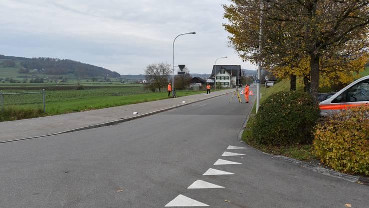 Bonstetten ZH, 11. November: In Bonstetten hat sich am Montagnachmittag ein Velofahrer lebensgefährliche Verletzungen zugezogen.