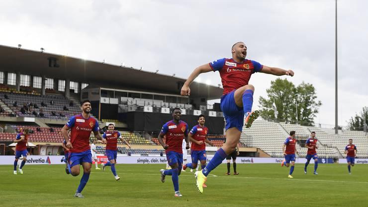 Freude herrscht: Nicht nur die Mannschaft, das gesamte Umfeld des FC Basel freut sich über den Verbleib von Stürmer Arthur Cabral (rechts).