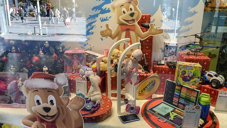 Da leuchten Kinderaugen um die Wette mit dem Weihnachtsschmuck: Schaufenster bei Franz Carl Weber in Zürich. (Archiv)