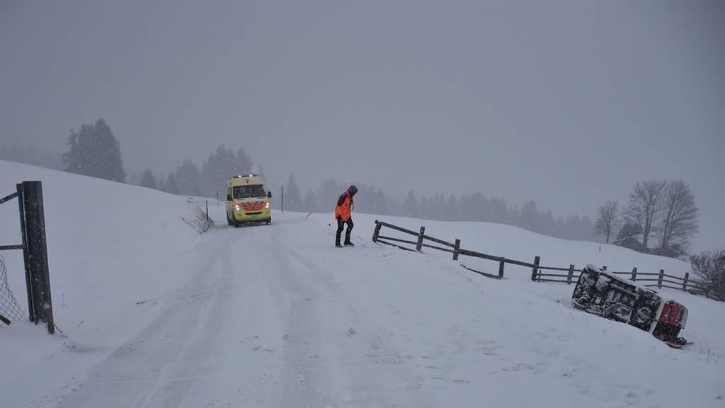 Auto überschlägt sich nach Skitag – fünf Verletzte