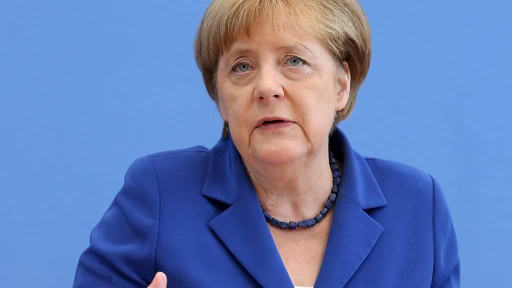 Die deutsche Kanzlerin Merkel geisselt den Terror und präsentiert einen Plan für mehr Sicherheit.