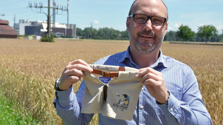 OK-Präsident Hugo Schumacher freut sich über die vielen lokalen Sponsoren, die dem Schwingsport gewogen sind.