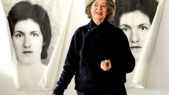 Die Künstlerin Rut Himmelsbach in ihrem Atelier an der Feldbergstrasse in Basel.