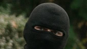 Die Räuber waren maskiert (Symbolbild)
