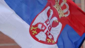 Teil einer serbischen Flagge (Symbolbild)