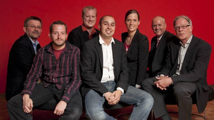 Die Preisträger Ralf Stutzki, Chris Iseli, Matthias Achermann, Bähram Alagheband, Sabine Kuster und Hansruedi Aeschbacher mit Medienpreis-Präsident Thomas Müller (2. von rechts).