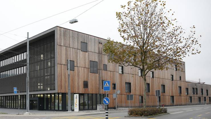 In diesem Gebäude der konkurs gegangenen Firma Sputnik wird die Swatch Group ein Logistikzentrum schaffen. (Archiv)