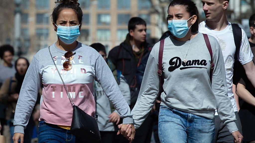 Nicht einmal mit Maske sollen die Spanierinnen (und Spanier) in den kommenden 15 Tagen aus dem Haus gehen.