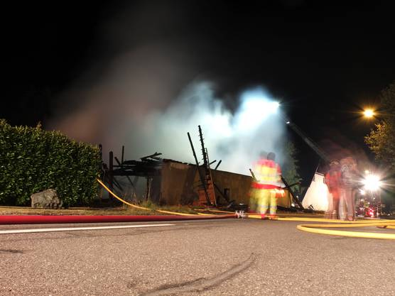 ... und konnte ein Überspringen des Feuers auf die umliegenden Häuser verhindern.