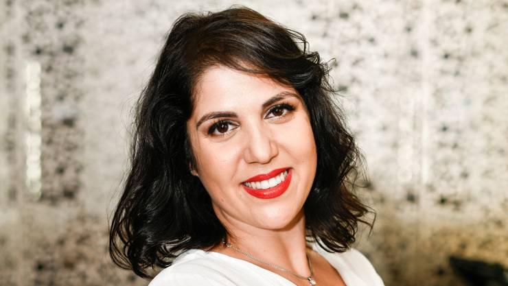 Beyza Tut, 36 Jahre, Inhaberin Schönheitssalon «Hair & Beauty Beyza»: Beyza Tut freut sich auf die Konzerte, die tollen Line-ups und vor allem ihren Favoriten, «unseren Eurovision-Stolz Luca Hänni». Für den Anlass wünscht sie sich, «dass sich unsere tolle Stadt Brugg von der kreativsten und innovativsten Seite zeigt». Sie sei stolz, ein Teil davon zu sein. «Wir sind startklar in unserer Festbeiz ‹Drinks and Beauty› direkt beim Eisi-Platz. Unsere legendären Barkeeper zaubern die besten Drinks.» Mit erstklassigem Fleisch vom Chämi Metzg aus Fislisbach werden die Besucher kulinarisch verwöhnt, verspricht die Geschäftsfrau, dazu sorgen «die besten nationalen» DJs für tollen Sound in der Festbeiz. Die Fassade wurde übrigens von Künstler Oliver Schibli gestaltet. «Sie verbindet unsere Leidenschaft mit Kreativität, Farbe und Schönheit.»