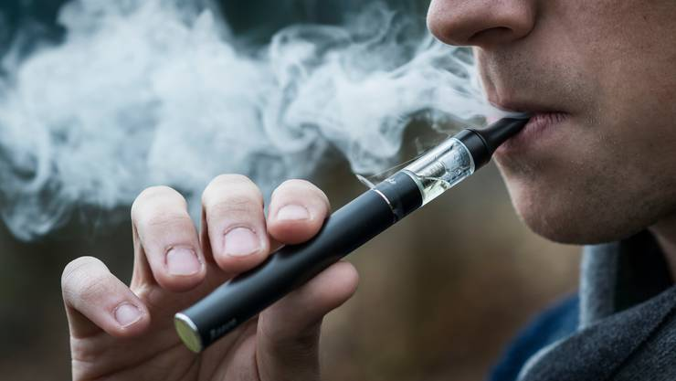 E-Zigaretten sollen die gleichen Bestimmungen haben. (Symbolbild)