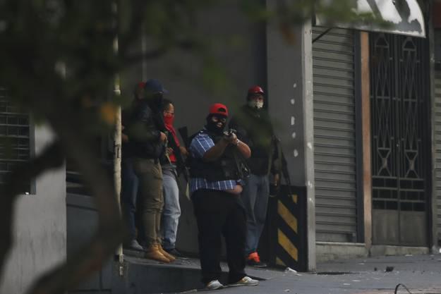 Zwischen Demonstranten und Beamten kam es am Dienstag (Ortszeit) zu heftigen Auseinandersetzungen.