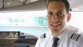 Marco Eggenschwiler im Cockpit: Im Mai fliegt er medizinische Fracht aus Tokio und Schanghai in die Schweiz.