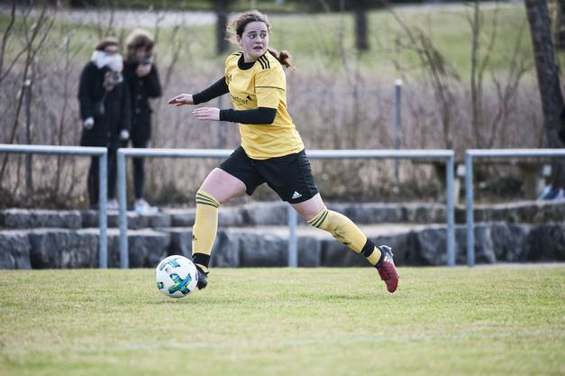 Chiara Zollino vom FC Therwil am Ball.
