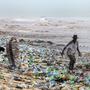 Heftig umstritten: Hilft es dem von Plastikabfällen übersäten Strand in Ghana, wenn die Kantonsverwaltung kein Plastikgeschirr mehr erlaubt.