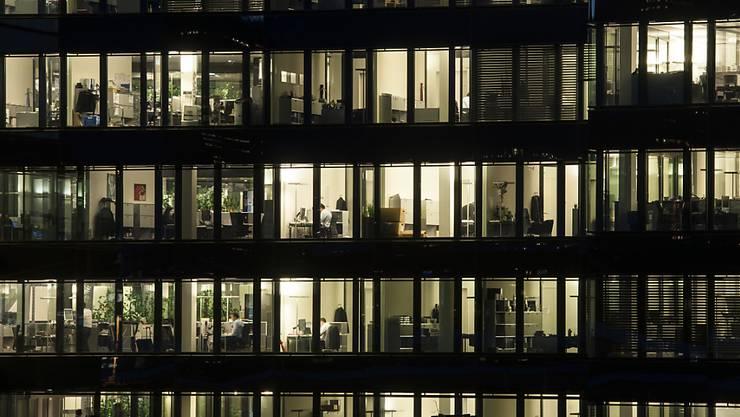 Die Digitalisierung verlangt nach neuen Regeln für die Arbeitswelt. Nach Meinung der wirtschaftsliberalen Denkfabrik Avenir Suisse sind beispielsweise die Vorschriften zur Zeiterfassung veraltet. (Archivbild)