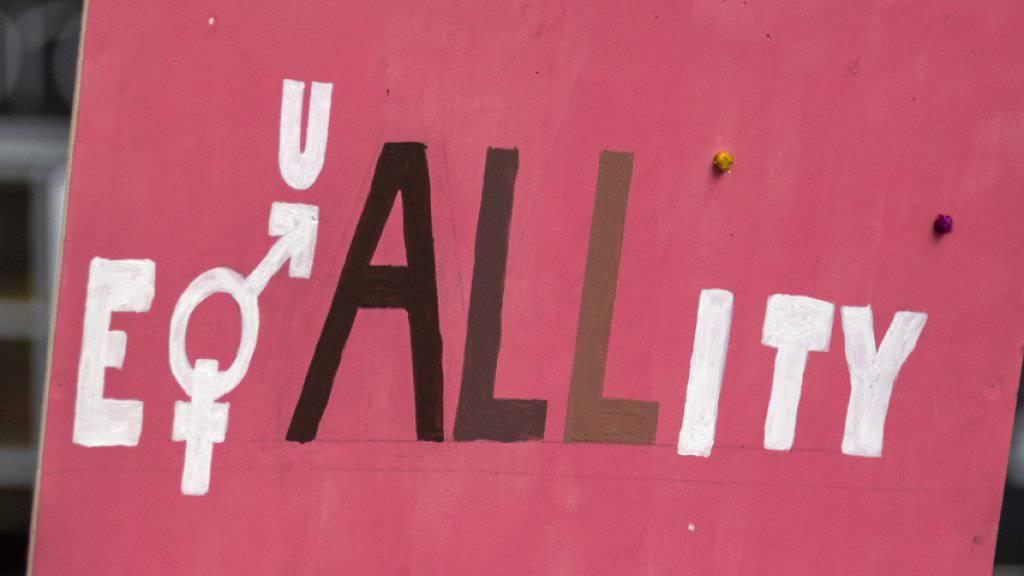 Am Frauenstreiktag demonstrierten zehntausende Frauen auch für gerechtere Löhne. (Archivbild)