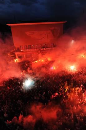 Zehntausende Fans feiern den 15. Meistertitel der Basler auf dem Barfi.