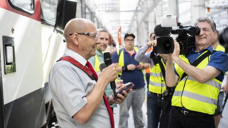 Stefan Spörri, Chef Kundenbegleitung SBB, vor den Medien
