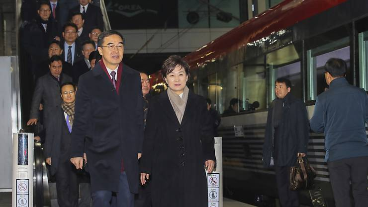 Südkoreas Vereinigungsminister Cho Myoung Gyon in Seoul auf dem Weg zum Zug nach Nordkorea.