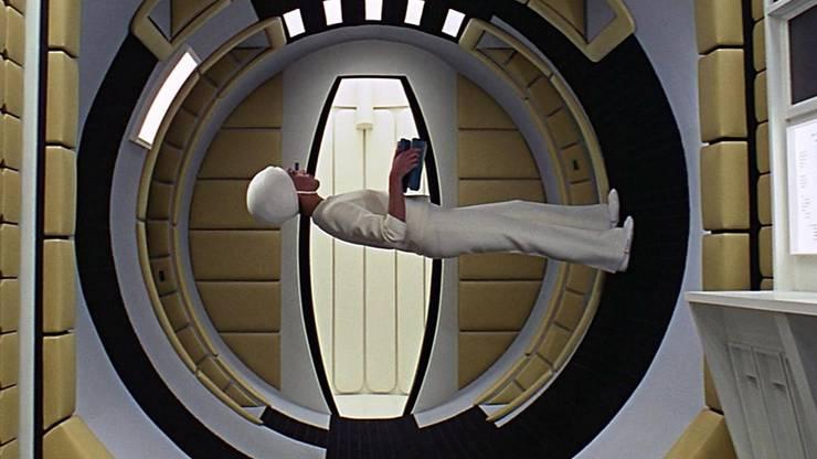 Ikonenhafte Filmszene aus «2001 – A Space Odyssey»: Stanley Kubrick dachte im Jahre 1968 weit über die Grenzen des Machbaren hinaus. Ob die hier beschriebenen Zukunftsvisionen den Zeitplan einhalten?